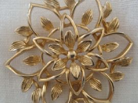 1960s Floral Brooch by Sarah Coventry - Gold tone Openwork